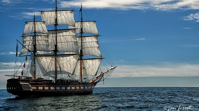 Photo of SSV Oliver Hazard Perry at sea under sail.