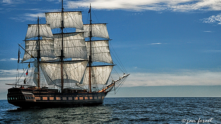 Student Sailing Vessel Oliver Hazard Perry at sea.